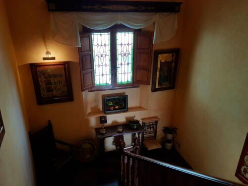 Escalera principal común a ambas viviendas (5)